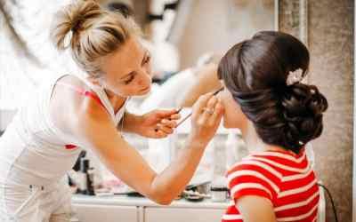 Прически, укладки и макияж оказываем услуги